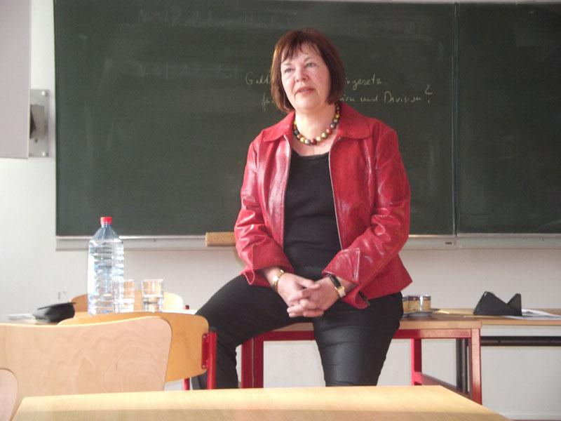 Bettina Hagedorn bundestagsabgeordnete besucht das leibniz gymnasium
